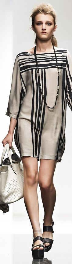 Liviana Conti Spring Summer 2015 Ready-To-Wear collection (NB Simple use of stripes on a basic shift)