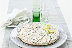 Tässä on juhlapöytään herkullinen ja juhlava tarjottava. Veikkaamme, että kun tarjoat tätä, niin ohjeen perään kysellään! http://www.valio.fi/reseptit/lohi-matipiirakka/