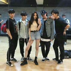 Sunmi with her Gashina dance group Korean Best Friends, Boy And Girl Best Friends, Cute Friends, Best Friend Pictures, Bff Pictures, Friend Photos, Ulzzang Couple, Ulzzang Girl, Boy And Girl Friendship