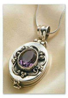 Pretty vintage silver/amethyst locket
