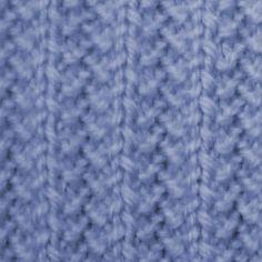 Muuuuuy fácil de tejer, ideal para todas las que estén dando sus primeras puntadas. Este poncho esta tejido con una lana gruesa tipo flamé. La lana flamé tiene un hilado un poquito irregular (tiene partes gordas y partes finitas) asi que hay que ser delicadas al tejer las partes finitas porque se puede cortar. Las prendas tejidas con flamé quedan [...]
