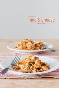 the perfect #vegan mac & cheese recipe! | RECIPE on hotforfoodblog.com