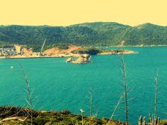Este é o ancoradouro onde você aluga um barco para passeio e via para a Praia do Pontal, Praia do Forno ao fundo e tantas outras em Arraial do Cabo. Você vai se apaixonar por este lugar. Janeiro/2014