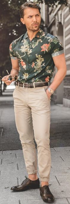 Trendy Printed Shirt Outfit Ideas For Men To Try Now Formal Printed Shirt Outfit Ideas For MenFormal Printed Shirt Outfit Ideas For Men Semi Formal Outfits, Formal Men Outfit, Mens Semi Formal Wear, Floral Shirt Outfit, Blue Shirt Outfit Men, Mens Printed Shirts, Mens Floral Shirts, Camisa Floral, Mens Designer Shirts
