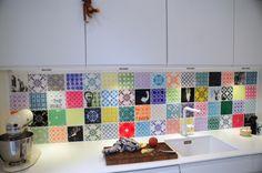 Dansk firma/kunstnere Arttiles. Unikt og cool. Man kan vælge fliser der er knapt så vilde. Man kan også vælge den samme flise, fx. neon orange eller Pink. (kan i huske i talte om en neon væg på et tidspunkt?