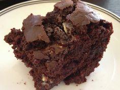 Skinny Fudge Brownies- UNDER 200 CALORIES! Greek yogurt makes them moist and adds protein!