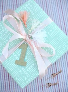 Wrapped with love: DIY gift wrapping gifts gifts handmade gifts First Birthday Presents, 1st Birthday Parties, Birthday Diy, Birthday Wrapping Ideas, Diy Gifts, Handmade Gifts, Creative Gift Wrapping, Pretty Packaging, Gift Packaging