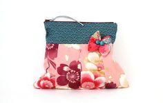 http://nekonekodesign.bigcartel.com  Bö de NekoNeko es una bolsita muy práctica y muy mona para guardar lo que quieras o necesites en cada momento y llevarlo dentro del bolso bien organizado.