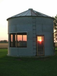 What is grain bin house? It's another anti-mainstream house design you must know! Here we provide the best ideas of grain bin house ideas. Silo House, My House, Magnolia Market, Farm Life, Future House, Outdoor Living, House Plans, Shed Plans, Construction