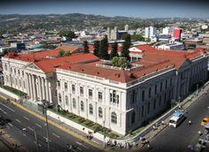 El Teatro Nacional de San Salvador, joya arquitectónica de nuestro centro histórico.