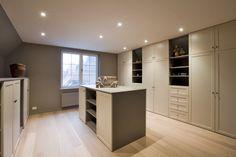 Dressing Room Closet, Dressing, Wardrobe Cabinets, House Design, Interior Inspiration, Living Room Remodel, Interior Design, Home Decor, Room