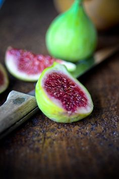 Just had a whole bunch of them today-delish! Eat Fruit, Fruit And Veg, Fruits And Vegetables, Fresh Fruit, Fig Recipes, Raw Food Recipes, Fruit Photography, Kids Menu, Slow Food