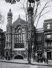 The original Shaar Hashomayim shul at 59 McGill College Avenue, circa 1910.  Montreal