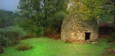 Un magnífico chozo de piedra en la Sierra de Malcata. Aquí se denominan Chafurdones.