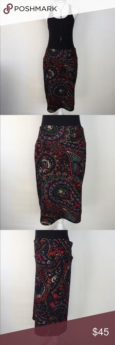 🆕 LuLaRoe Cassie Black Paisley Pencil Skirt, L This lovely LuLaRoe Cassie Black Paisley Pencil Skirt, L is great for any occasion! Wear to the office or out with friends! EXCELLENT CONDITION NO DEFECTS LuLaRoe Skirts Pencil