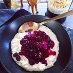 Kun 2 dage til juleaften!🎄Du kan lige nå at få opskriften på min hjemmelavede kirsebærsauce, som ligger på bloggen. Prøv den! 🤶🏻😋 køkkenlykken.dk #homemade #cherrysauce #hjemmelavet #kirsebærsauce #portvin👌🏼 #risalamande #næstenjul #instafood #instachristmas #godjul #juledessert
