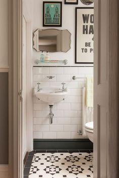 Aprenda como otimizar o espaço em banheiros pequenos e confira muitas fotos de banheiros pequenos decorados com muito estilo.