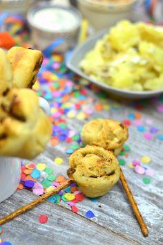 Silvester Fondue Abend mit Dips, Kartoffelsalat, Pinwheel Pops & guter Musik   Das Knusperstübchen Dips, Pinwheels, Cereal, Food And Drink, Cookies, Breakfast, Desserts, Fondue Recipes, Raclette Ideas
