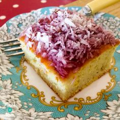 This 1 Syn a slice Jam and Coconut Sponge is a bit old school and brings back lovely memories for me visiting my Granny. A warm kitchen with such wonderful smells. A loving hug and a piece of jam and coconut sponge! I've been practising this recipe for a Slimming World Deserts, Slimming World Puddings, Slimming World Recipes Syn Free, Jam And Coconut Cake, Syn Free Desserts, Slimming Eats, Slimming Word, Coconut Recipes, Carrot Recipes