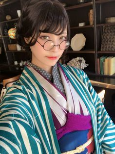 45 Inspiration Casual Style Looks You Need To Try - Global Outfit Experts Japanese Costume, Japanese Kimono, Japanese Girl, Japanese Beauty, Asian Beauty, Kimono Fashion, Girl Fashion, Modern Kimono, Japanese Outfits