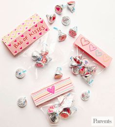 Treat your Valentine to a bag of kisses in this simple #vday idea.