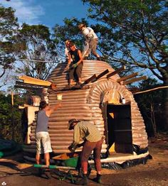 "The DIY ""earth bag home"" uses natural building materials to produce a low-cost, eco-friendly residence that's also surprisingly strong. Trailer Casa, Cabana, Earth Bag Homes, Earthship Home, Natural Building, Organic Architecture, Eco Friendly House, Frank Lloyd Wright, Sheds"