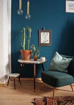 Jahresrückblick 2017: Die 17 beliebtesten Wohnungsbilder und was sonst noch geschah | SoLebIch.de Foto: Kati_ #solebich #wohnen #wohnideen #dekoration #deko #dekoideen #ideas #interior #decor #wandfarbe #blau #grün #wandgestaltung #wohnzimmer #sessel #vintage #beistelltisch #Zimmerpflanzen #kaktus