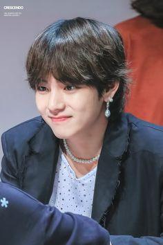 Such a nice smile, including his eyes. Looks like he's feeling better. Bts Kim, Bts Bangtan Boy, Bts Jungkook, Bts Love, V Bts Cute, Vmin, K Pop, Love Yourself 轉 Tear, Bts 2018