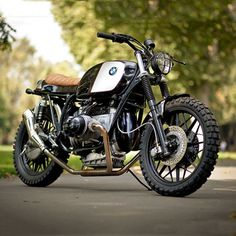 Urban Rider in London is the kind of business we'd like to own. As well as selling the coolest motorcycle gear, they build seriously desirable custom bikes—like this BMW R80. #motorrad #builtnotbought #kingsroad #fulham #bikeexif The lads behind the...