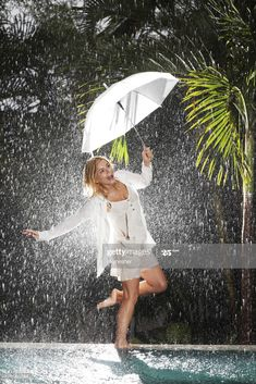 Stock Photo : Woman walking on edge of swimming pool during tropical rain Umbrella Girl, Under My Umbrella, Walking In The Rain, Singing In The Rain, I Love Rain, Rain Days, Shooting Photo, Gb Shooting, Rain Photography