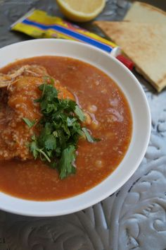 Français This is THE soup I grew up with. There are several variations of a traditional chorba, but this one is definitely my favourite and is a staple in my household. It is an Algerian soup, made… Soup Recipes, Cooking Recipes, Healthy Recipes, Healthy Meals, Algerian Recipes, Algerian Food, Eastern Cuisine, Stew, Chicken