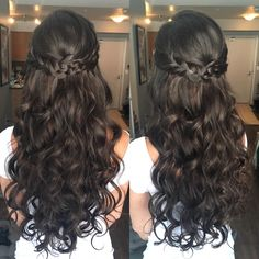 Half-up Loose Waves Want flawless Chicago wedding hair & makeup on-site with zero stress? Quince Hairstyles, Bride Hairstyles, Down Hairstyles, Pretty Hairstyles, Sweet 16 Hairstyles, Long Prom Hair, Wedding Hairstyles For Curly Hair, Long Curly Wedding Hair, Curly Prom Hair