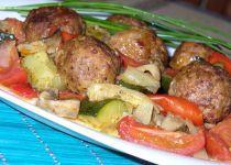 Kuličky z mletého masa pečené se zeleninou Ground Meat Recipes, Pot Roast, Food And Drink, Cooking Recipes, Beef, Treats, Chicken, Vegetables, Ethnic Recipes