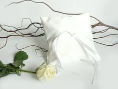 Bridal Pillow for Ring Bearer  wedding  bride by lalunadianna, €16.00