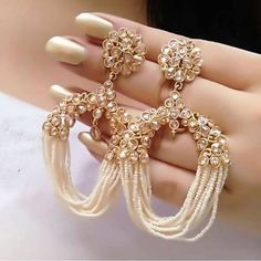 Elegant Earrings For Beautiful Girls - Earring Designs 2019 Source by Pinfortrend indian Indian Jewelry Earrings, Indian Jewelry Sets, Jewelry Design Earrings, Gold Earrings Designs, Indian Wedding Jewelry, Ear Jewelry, Designer Earrings, Jewelery, Pakistani Jewelry