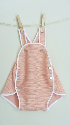 Vintage style baby jumper - peach