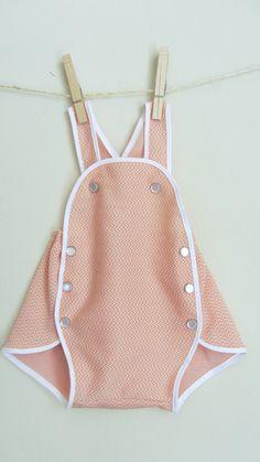 Vintage style baby jumper - peach