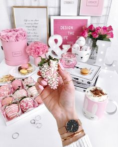 Pin by la vie en rose*♥*. on ✿ ⊱ ╮ girly lifestyle ✿ Pink Love, Pink And Gold, Pretty In Pink, Aesthetic Grunge, Aesthetic Fashion, Rosa Style, Rose Pictures, Video Pink, Aesthetic Pictures