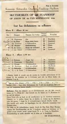 """In 1946 werd in de Veenhoop in twee klassen gezeild van ieder zes deelnemers. Aan de doorhalingen in het programma te zien ontbraken daarvan ook nog vier. In de B-klasse moest de eerste prijs ( fl.75) gedeeld worden door W. Pietersma en Ale Zwerver. De A-klasse werd gewonnen door Ulbe Zwaga. J. Sietema ging """"mei de earste omloop oan 'e wâl"""".  Archief SKS, Tresoar toegang 205-12, inv.nr. 257"""