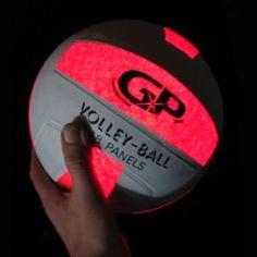 Eerst wilde ik een volleybal maken maar achteraf bleek dat heel moeilijk dus heb ik gekozen voor een bal in het algemeen. Deze pin heb ik dus niet gebruikt.
