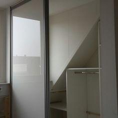 Ruimte optimaal gebruikt voor een kast. www.eswdeventer.nl  #vakwerkinmaatwerk