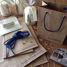 100均で買えちゃうの?ハトメパンチで作る小物が可愛い♡ - Locari(ロカリ) Diy Paper, Paper Crafts, Handmade Stamps, Yarn Shop, Diy Box, Wax Seals, Handicraft, Diy For Kids, Diy Design