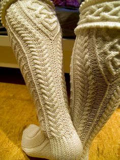 For experienced knitters who like texture & are good chart readers. Advanced techniques include: Double picot cuff, regular & reverse grafting & open/closed (aka 'knotwork') cables.