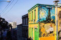 """""""Την Άνοιξη αν δε τη βρεις την φτιάχνεις"""" -Ελύτης.(Valparaíso,Chile) #elcmood #streetart #graffiti #wallart #culture #art #artistic #colors #beautiful #photography #picture #design"""