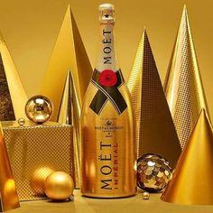 Moët Impérial Golden Sparkle. Con una presentación ideal para cerrar el año con broche de oro esta edición limitada a 100 ejemplares de Moët & Chandon adornará tu mesa con glamour gracias a su botella texturizada en tonalidad dorada cada unidad se encuentra exclusivamente numerada para hacer de este champagne una experiencia única. @moet #moet #champagne #champaña #imperial #chandon #moetchandon #lujo #luxury #brindis #rrmx - #Beauty and #Fashion Inspiration - #Dresses and Footwear…