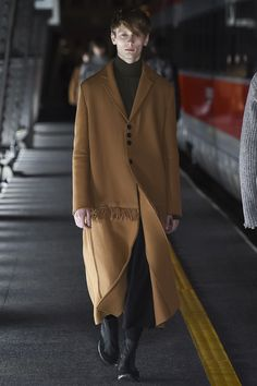 Damir Doma Fall 2016 Menswear Fashion Show Look Fashion, Winter Fashion, Fashion Show, Mens Fashion, Fashion Design, Damir Doma, Milan Men's Fashion Week, Future Clothes, Mens Fall