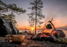 Ulkona. Perillä. - www.partioaitta.fi nokipannukahvit - kuksa - auringonlasku