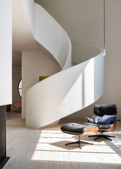 Design Gallerist presents exclusive news about the new modernist and glamorous interior of Villa Kaplansky. Interior Staircase, Modern Staircase, Spiral Staircase, Staircase Design, Interior Architecture, Staircases, Concrete Staircase, Stair Design, Grand Staircase