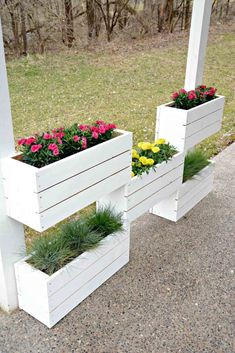 Wood flower box - 15 Affordable DIY Garden Ideas that Make Your Home Yard Amazing – Wood flower box Fence Planters, Vertical Planter, Wooden Planters, Planter Garden, Outdoor Planters, Flower Planters, Garden Plants, Planter Pots, Cedar Planters