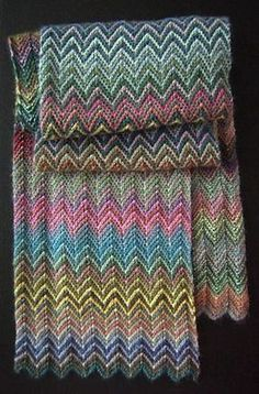 inspiratie This is a super easy pattern for a great effect. This scarf is made with 4 balls of Lang yarns Mille Colori Baby in 2 different colors (col. Knit Or Crochet, Crochet Scarves, Crochet Shawl, Scarf Knit, Ravelry Crochet, Knitted Shawls, Crochet Clothes, Baby Knitting Patterns, Free Knitting